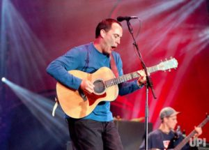DMB performing at Ralph Wilson Stadium in 2000. Dave playing a Taylor 714