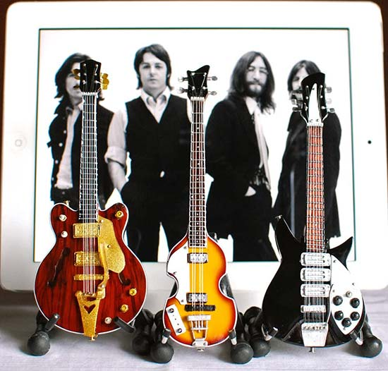 BT Beatles Miniature Guitar Set