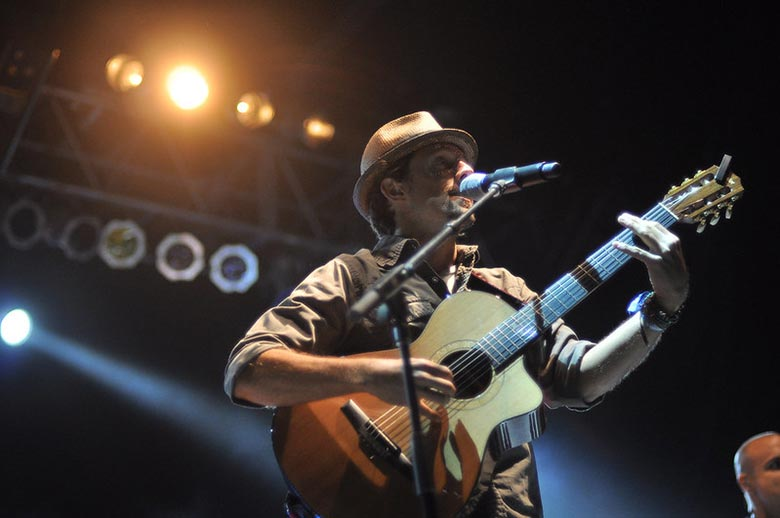 Jason Mraz Playing One of the Most Fun Songs to Play on Guitar