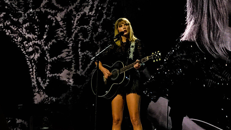 Easy Taylor Swift Songs on Guitar (Featured Image)