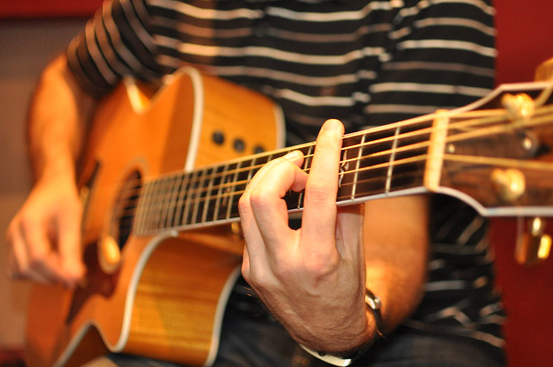 Guitar YouTube Lessons (Featured Image)