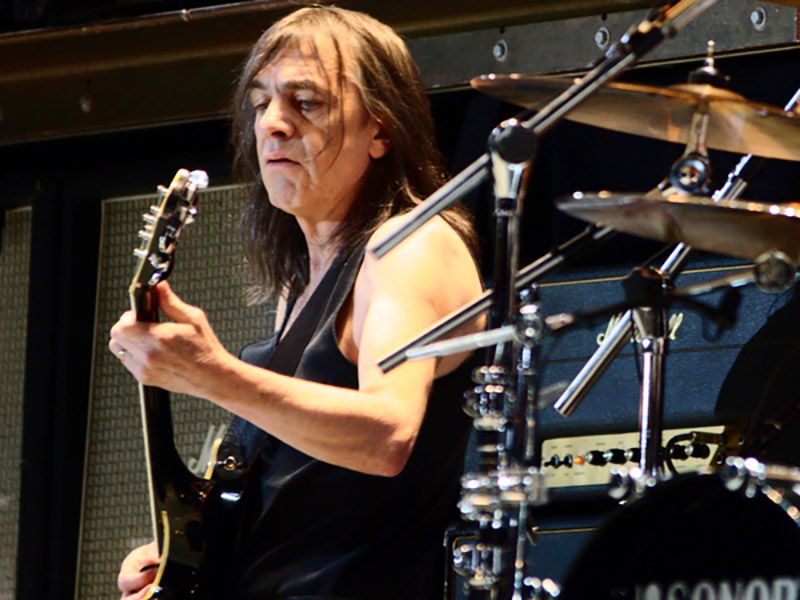 Malcolm Young Guitars and Gear (Featured Image)