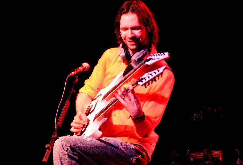 Paul Gilbert Playing Guitar