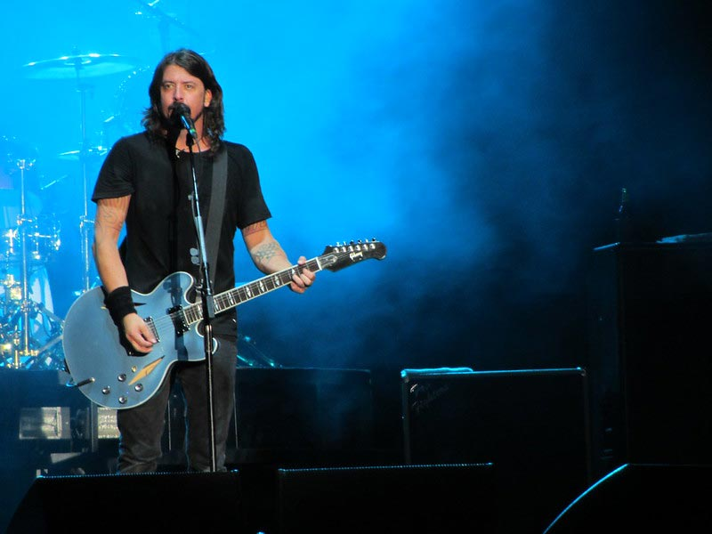 Dave Grohl Playing an Easy Song in Drop D Tuning