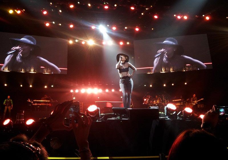 Female R&B Singer Alicia Keys Performing Live