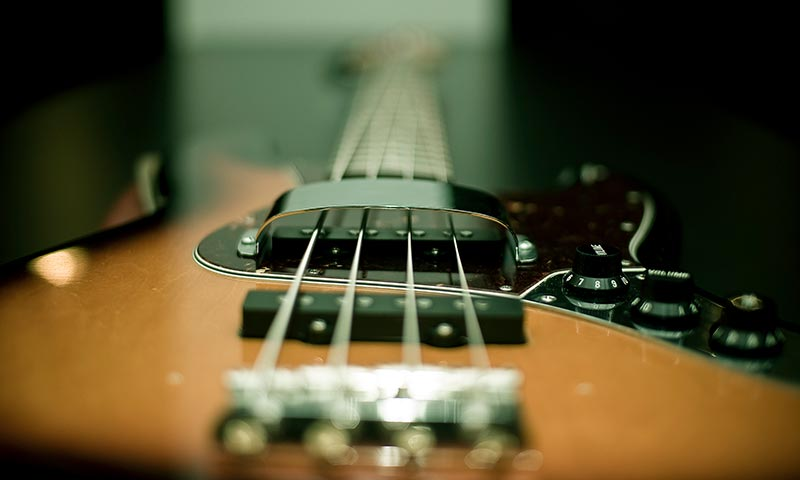 4 String vs 5 String vs 6 String Bass Guitar Featured Image