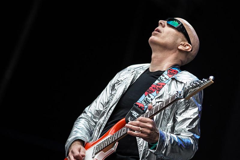 Joe Satriani Playing Guitar