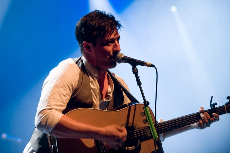 Marcus Mumford Playing Easy Bluegrass Guitar Songs
